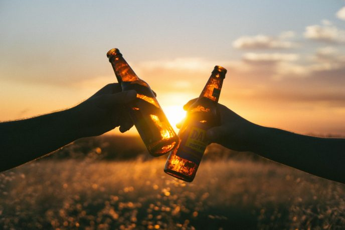 Cervezas, brindis, alcohol, entrenamiento, composición corporal